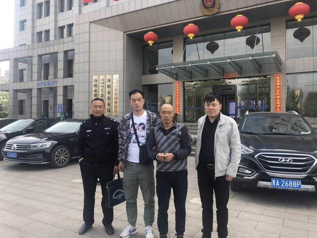 Ông Giang bị cảnh sát bắt giữ