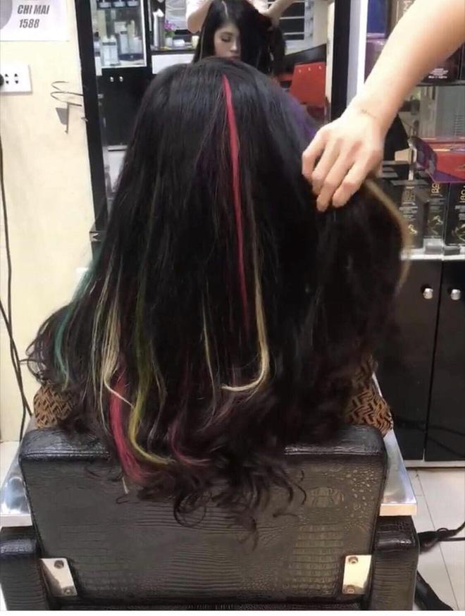 Mái tóc nối mà Thùy Dương làm cho cô nàng khách quen