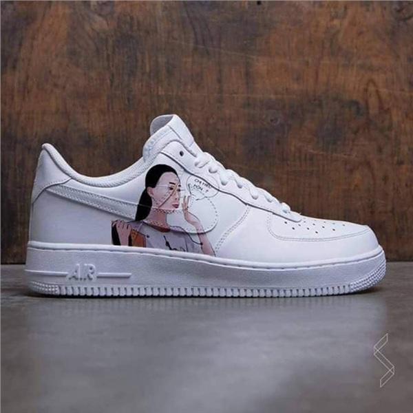Hình ảnh của chiếc giày nhanh chóng nhận được hàng ngàn lượt like. Vụ việc ban đầu vẫn chưa hết hot, không khó hiểu khi sản phẩm thời trang 'bắt trend