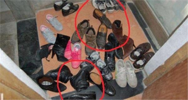 Để giày dép lộn xộn trong ngày Tết Đoan Ngọ sẽ dễ chiêu dụ tà khí vào nhà.