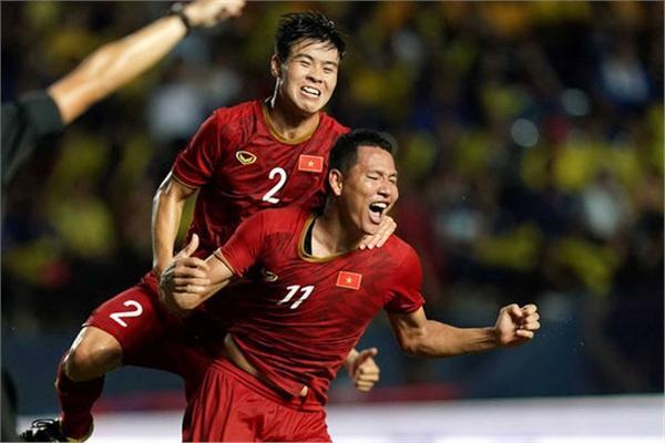 ĐT Việt Nam vừa đánh bại ĐT Thái Lan ở bán kết King