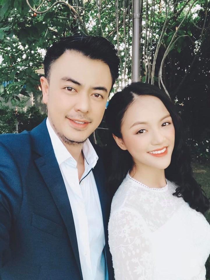 Tuấn Tú chia sẻ ảnh chụp với Thu Quỳnh trong ngày quay cảnh cuối