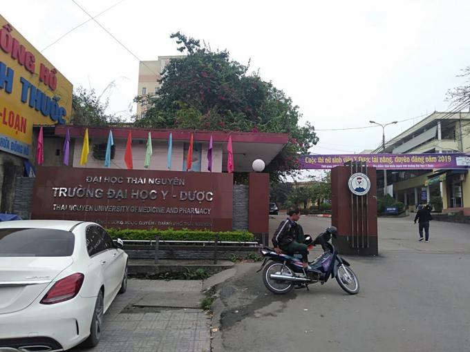 Vì sao Ban Thường vụ Đại học Thái nguyên lại cử Đoàn công tác đến và làm việc với Ban chấp hành Đảng bộ Trường Đại học Y dược để tiến hành lấy phiếu tín nhiệm ông Nguyễn Tiến Dũng về việc phụ trách Đảng bộ trường Đại học Y dược?
