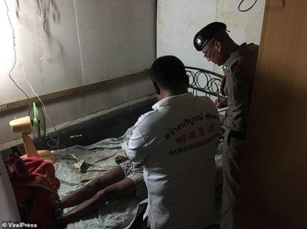Cảnh sát khám nghiệm hiện trường nơi Yotyoi tử vong.