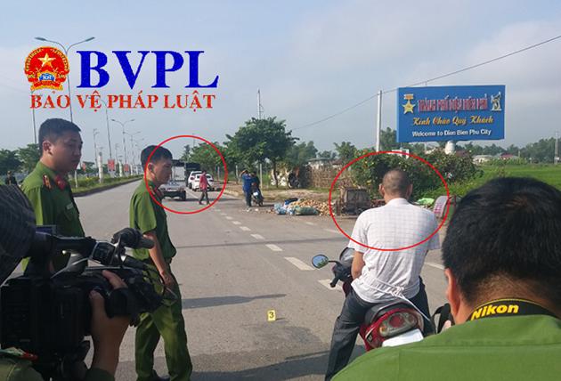 Toán ngồi trên xe máy (khoanh đỏ) chứng kiến nhóm của Bùi Văn Công khống chế, siết cổ Mỹ Duyên và đưa nạn nhân lên thùng xe.