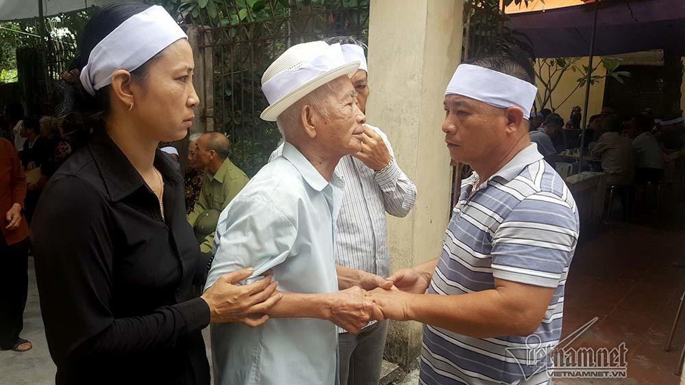 Ông Đào Quang Thực (ngoài cùng bên phải)