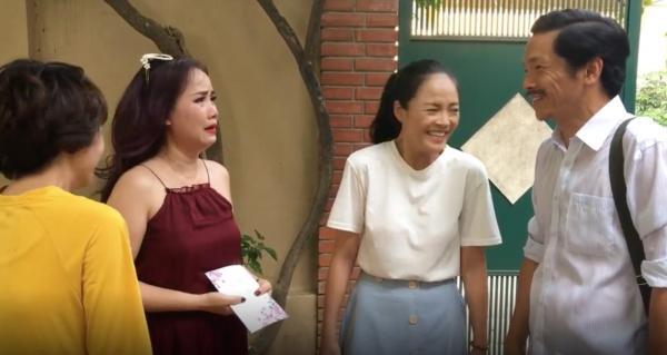 Cô Xuyến khóc bao nhiêu thì ba bố con ông Sơn lại bật cười bấy nhiêu.