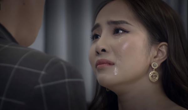 Nước mắt Nhã rơi như tuôn
