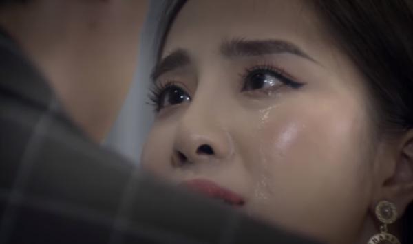 Còn bạn, bạn thấy nước mắt của Nhã có giống nước mắt thật không?