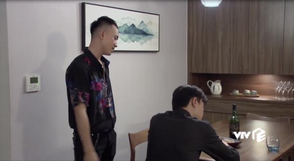 Vũ tiết lộ cho Dũng về câu chuyện Nhã là Kim của ngày xưa quay lại để trả thù.