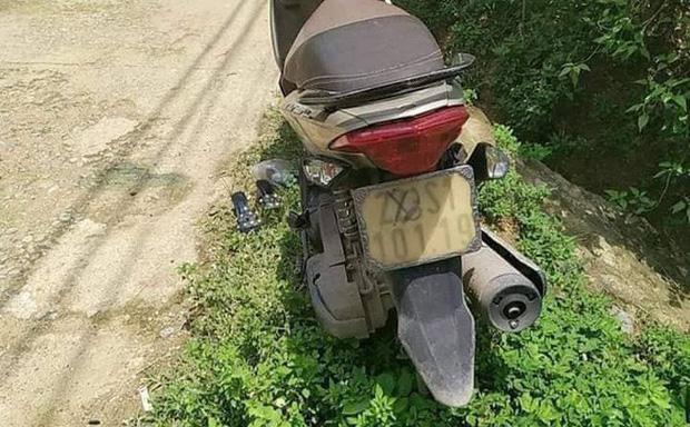 Chiếc xe máy tại hiện trường.