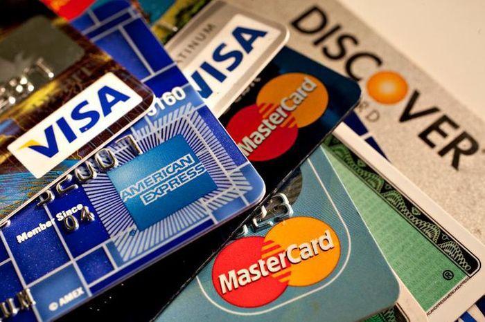 Cô đã trả sạch nợ thẻ và tậu thêm điện thoại mới sau khi bán con.