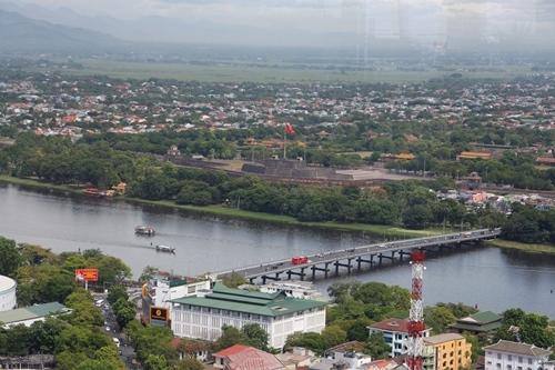 Thành phố Huế lấy trục dọc sông Hương để quy hoạch đô thị. Ảnh: Võ Thạnh