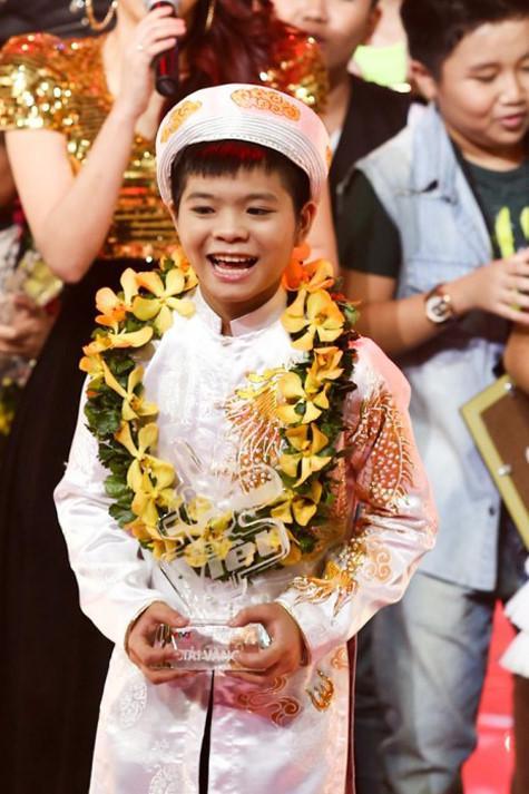 Quang Anh khi mới đăng quang ngôi vị quán quân The Voice Kids.