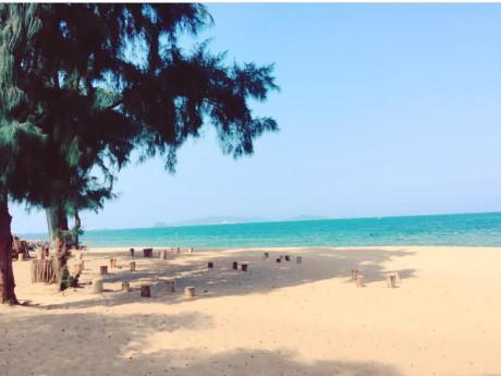 Bãi Đông Thanh Hóa vẫn đang là điểm đến mới lạ của mùa hè này, bạn đã bao giờ ước có một bãi biển