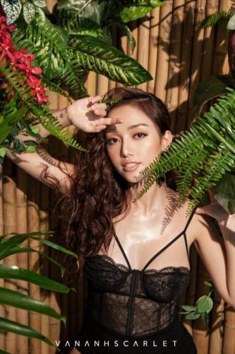 Hiện tại, cô sở hữu chuỗi showroom tại nhiều thành phố lớn trong cả nước như Hà Nội, TPHCM, Hải Phòng...