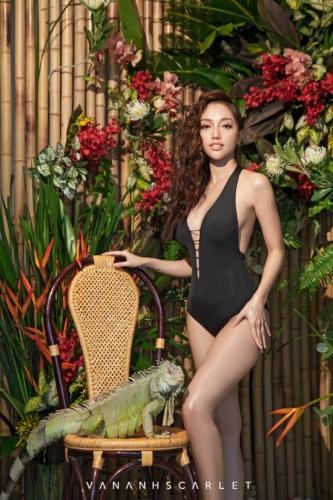 Cô nàng đa tài này còn thường xuyên làm mẫu ảnh. Trong ảnh, Vân Anh làm model cho chính bộ sưu tập bikini mới nhất của mình.