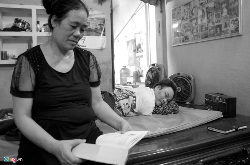 Trong thời gian đó, ông Khanh gặp người đồng đội cũng là đồng hương Dương Văn Long cùng phải nhập viện chữa trị vết thương. Hai người lính kết thân bạn hiền. Ông Long ngỏ ý gả người em gái ruột ở quê. Qua những lời giới thiệu, ông Khanh chủ động viết thư gửi về quê hỏi thăm người con gái chưa một lần gặp mặt là thiếu nữ Dương Thị Hạnh, sinh năm 1960. Từ hậu phương, cô gái Hạnh cũng viết vài lá thư trả lời người lính xa lạ.