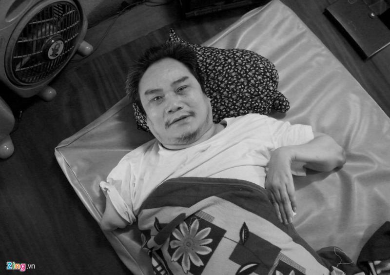 Ông Ngọ Duy Khanh, sinh năm 1959 tại thị trấn Vạn Hà, huyện Thiệu Hóa, Thanh Hóa. Thời trai trẻ, ông từng tham gia chiến đấu tại chiến trường Campuchia. Tháng 3/1979, ông bị địch bắn tỉa thấu phổi, trúng cả bả vai, sương sườn... Trong 2 năm, ông được chuyển đi chữa trị khắp các bệnh viện ở khu vực Bắc Trung Nam mới thoát được cơn thập tử nhất sinh.