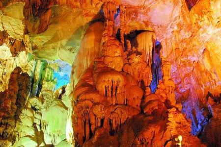 Một khung cảnh tuyệt đẹp ở bên trong động Kim Sơn (Nguồn: didau.org)