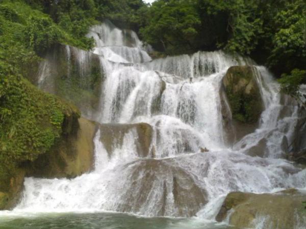 Thác nước có chiều cao khoảng 800m tính từ đỉnh đến chân thác (Nguồn: Mytour.vn)