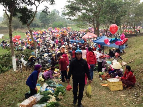 Khung cảnh phiên chợ Đòn độc đáo, du khách có thể ghé qua (Nguồn: Phapluatxahoi.vn)