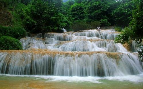 Thác Hươu được mệnh danh là một trong những thác nước đẹp nhất xứ Thanh (Nguồn: Doisong.vn)