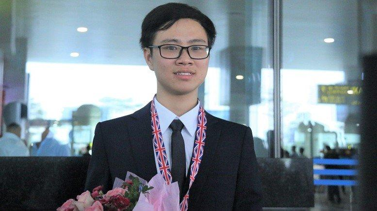 Dương Tiến Quang Huy (Trường THPT chuyên Lam Sơn, tỉnh Thanh Hóa) giành được huy chương Bạc tại kỳ thi Olympic Sinh học quốc tế năm 2017. Ảnh: Thanh Hùng