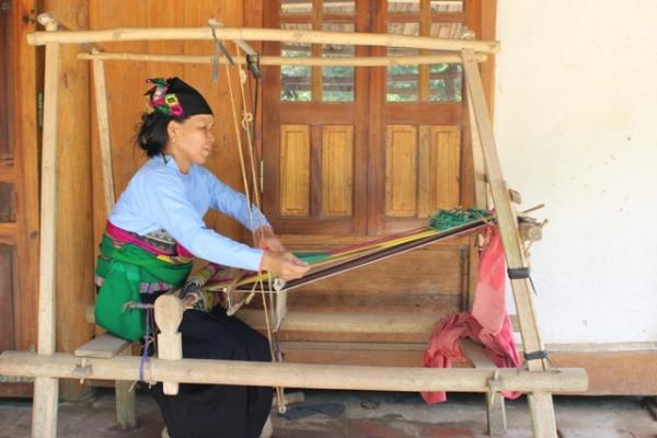 Nghề dệt vải thổ cẩm của đồng bào Mường ở Thanh Hóa (Nguồn: dantocviet.cinet.gov.vn)