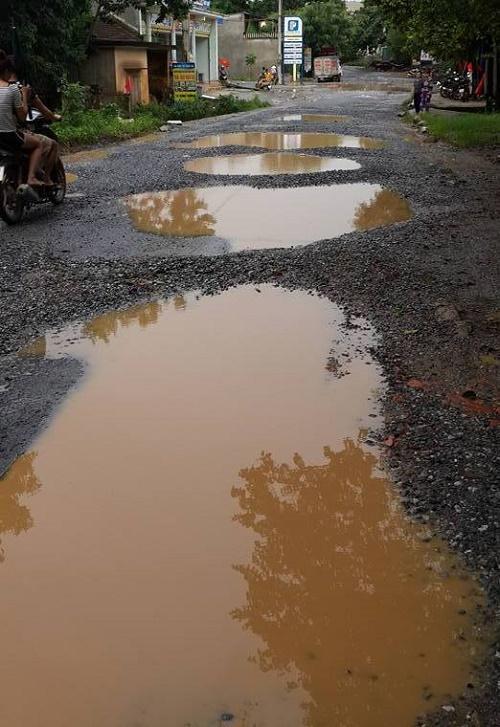 Ngày mưa đường biến thành ao