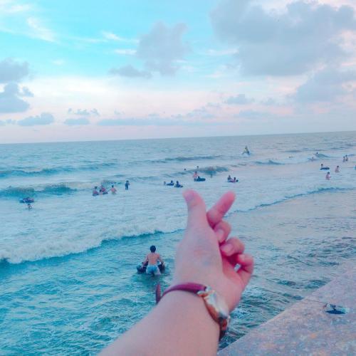 Sóng biển không ngừng vỗ bờ. (Nguồn: lelinh9339)
