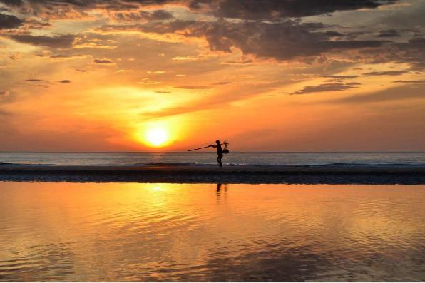 Sáng sớm trên biển Hải Hòa. (Nguồn: @do_or_die88)
