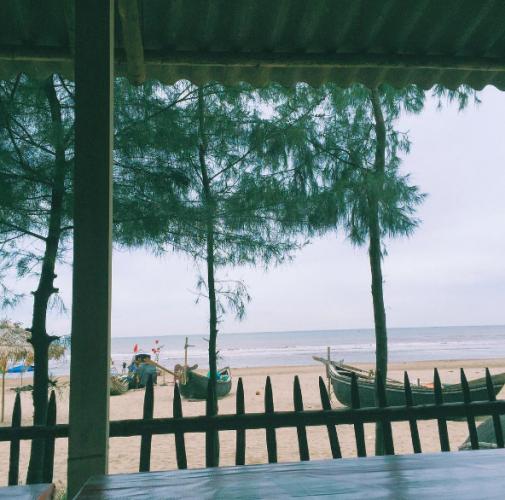 Biển nơi đây vẫn giữ được những nét hoang sơ và thơ mộng. (Nguồn: @simon_chenn)
