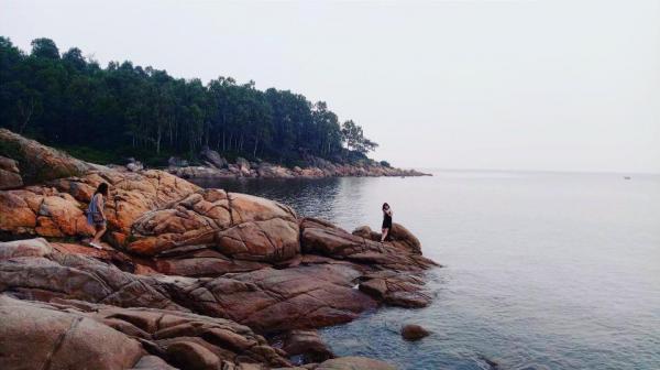 Bãi đá gần chùa Cô Tiên ở Sầm Sơn. (Nguồn: Hà Thu)