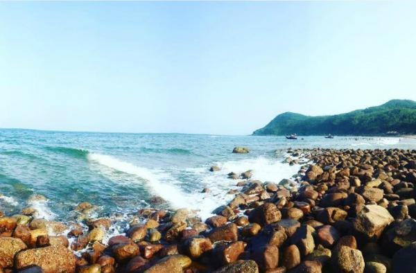 Bãi Đông, bãi tắm mới tuyệt đẹp đang chờ đợi bạn dịp hè về. (Nguồn: lucas-blue12)