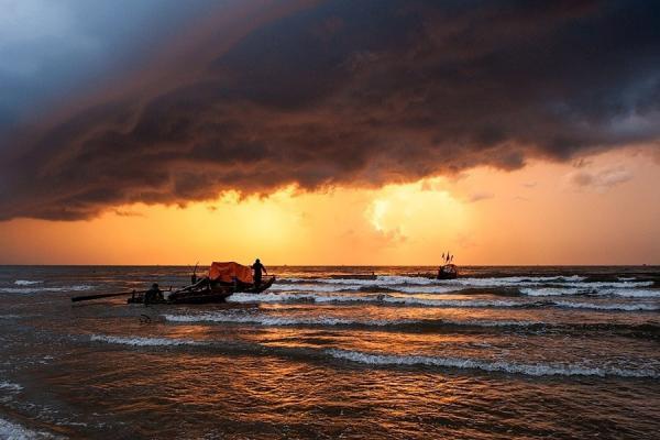 Khoảnh khắc đẹp mê hồn trong buổi sớm ở biển Hải Hòa. (Nguồn: Hai Thinh)