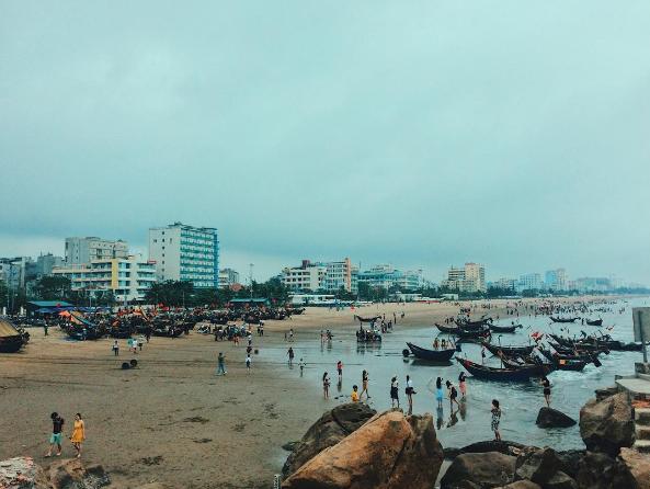 Bãi biển Sầm Sơn thu hút được rất nhiều lượng khách du lịch. (Nguồn: @yenyen_1301)