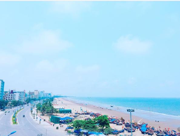 Toàn cảnh ở bãi biển Sầm Sơn. (Nguồn: @tuan.store)