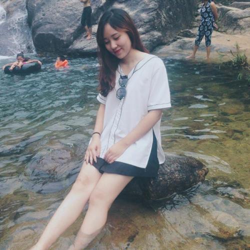Du khách check - in ở thác Ma Hao. (Nguồn: t.dieulinh)