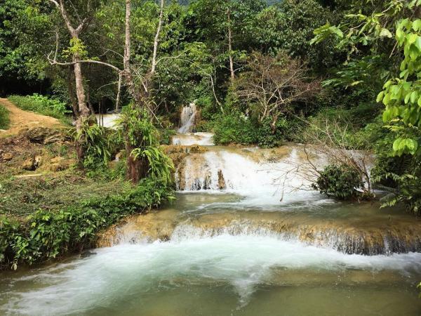 Thác nước trong vắt chảy xuống phía hạ nguồn. (Nguồn: yourlocalfriend)