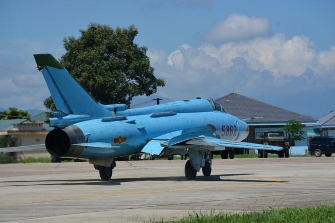 """Một chiếc tiêm kích bom SU-22 chuẩn bị xuất kích dội """"bão lửa"""" vào mục tiêu trên trường bắn Như Xuân"""