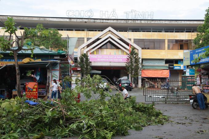 Chợ Hà Tĩnh sau cơn bão số 10.