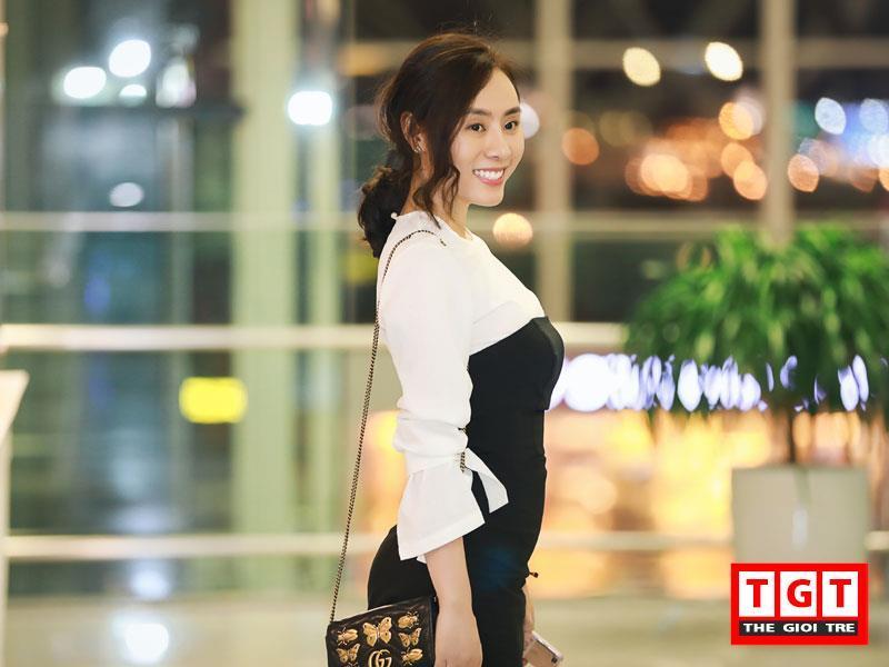 Trong chuyến đi Hàn Quốc lần này, Á hậu Ngô Thùy Linh mang theo một bộ trang phục áo dài phong truyền thống được nhà thiết kế Lan Anh thiết kế riêng cho người đẹp; và các món quà tặng lưu niệm là bánh trung thu, ô mai sấu Hà Nội để dành tặng cho bè bạn quốc tế.