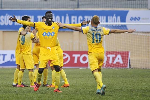 Niềm vui chiến thắng của các cầu thủ Câu lạc bộ FLC Thanh Hóa.