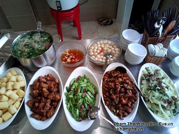 Canh cua cà muối, Thịt bò xào hành tây, Sườn chua ngọt, Thịt ba chỉ kho tàu cùng trứng cút, Mướp nhật xào lòng gà