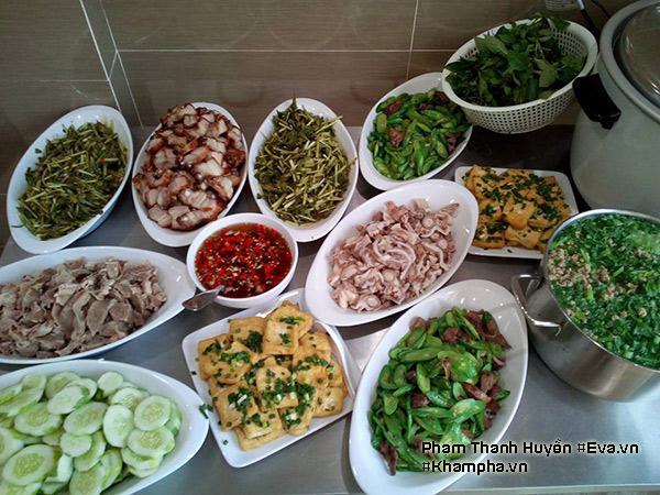 Thịt ba chỉ quay kiểu Thái, Canh cải thịt băm, Đậu phụ rán tẩm hành, Cơ tim luộc, Cuống họng luộc, Mướp nhật xào lòng gà