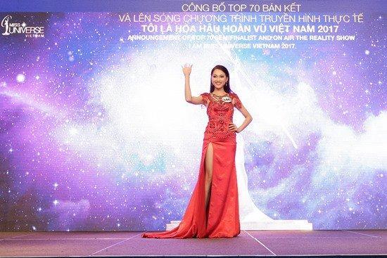 Nữ PG gây sốt cộng đồng mạng - Ngọc Nữ là một trong những thí sinh đầu tiên có tên trong Top 70 vòng bán kết HHHV VN 2017 và nhận được rất nhiều sự ủng hộ của khán giả nhờ vẻ đẹp đúng chuẩn người Việt với nụ cười ngọt ngào và má lúm đồng tiền vô cùng duyên dáng.