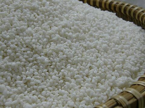 Nguyên liệu chủ yếu của món chè lam là gạo nếp cái hoa vàng.