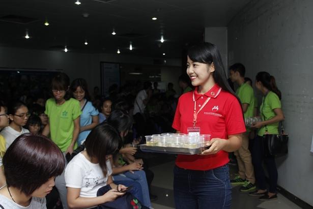 Khánh từng là Tình nguyện viên của Hội Thanh niên vận động hiến máu Hà Nội