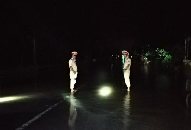 Lực lượng CSGT Thanh Hóa trắng đêm phân luồng giao thông